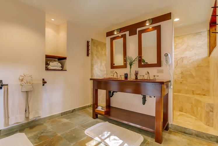 chaa creek cottage collection accommodations bahtroom
